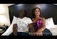 Gatinho Sexy fica excitado e esfrega seu corpo quente vídeo de pornô de cachorro com mulher
